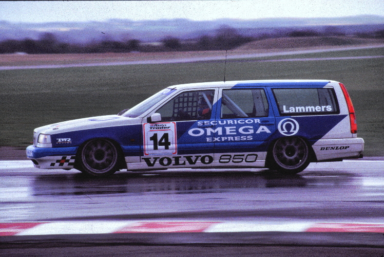 Volvo_855_BTCC_850_Estate_racing.jpg